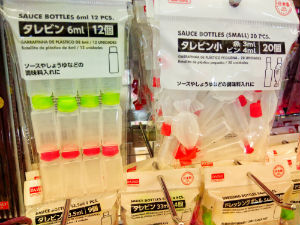 Daiso squeeze bottles for sauces red or green lid