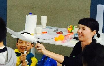 Vanessa Barratt teaching in Shenzhen